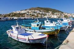 24 augustus 2017 - Leros eiland, Dodecanese, Griekenland - de kleine haven van Panteli-dorp in Leros Stock Afbeeldingen