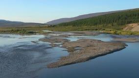 Augustus op de rivier Langotyugan Yamal, Rusland stock footage