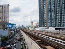 28 Augustus 2017 op het station van de noot bts hemel, Bangkok, Thailand; De treinspoorweg en verkeer van de Btshemel Royalty-vrije Stock Fotografie