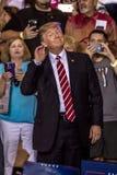 22 AUGUSTUS, 2017, PHOENIX, AZ U S President Donald J Troefgebaren om aan menigte van te luisteren Phoenix Convention Center, Gov stock afbeeldingen
