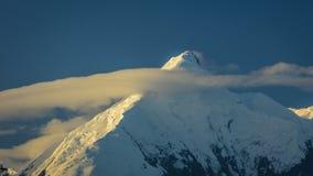 28 AUGUSTUS, 2016 - zet Denali op eerder als Onderstel McKinley, de hoogste bergpiek in Noord-Amerika, bij 20, 310 voet wordt bek Stock Afbeeldingen