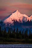 29 AUGUSTUS, 2016 - Zonsondergang op Onderstel Denali als Onderstel McKinley, de hoogste bergpiek in Noord-Amerika, bij 20, 31 ee Stock Foto's