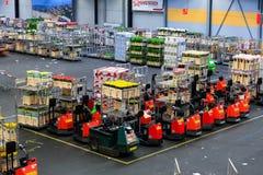 Auktionsboden Aalsmeers an der FloraHolland-Blumenauktion stockfoto