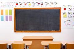Aula elementare vuota e decorata Fotografia Stock