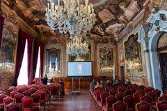 Aula Magna Silvio Trentin Room i Palazzo Dolfin royaltyfri fotografi