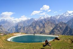 Auli Artificial Lake em Uttarakhand, Índia foto de stock royalty free