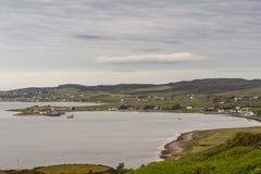 Aultbeabaai en dorp in NW Schotland royalty-vrije stock foto