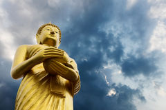 Aumône de Bouddha au-dessus des nuages photo libre de droits