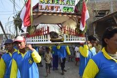 Aumône de mer en tant qu'étant pêcheurs Tambaklorok Semarang de gratitude photo libre de droits