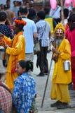 Aumône de recherche d'homme de Sadhu dans la place de Durbar. Katmandou, Népal image libre de droits