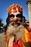 Aumône de recherche d'homme de Sadhu dans la place de Durbar. Katmandou, Népal images libres de droits