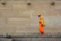 Aumône de recherche de sadhu de Shaiva sur la rue photo stock