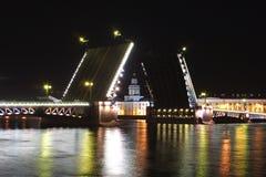 Aumento del puente del palacio Fotografía de archivo