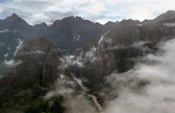 Aumento della foschia di mattina sopra la valle di Macchu Pichu, Perù fotografia stock libera da diritti