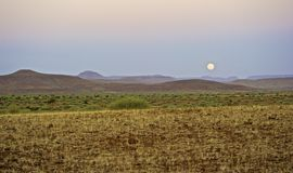 Aumento della luna in Kaokoland Fotografia Stock Libera da Diritti