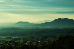 Aumento di Sun alla montagna Fotografia Stock