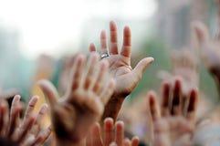 Aumento fiel sus manos Imagen de archivo