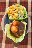 Aumento fritto e patate con le verdure ed i pesci Fotografia Stock Libera da Diritti
