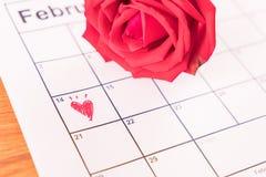 aumentou no calendário com a data da Dinamarca do Valentim do 14 de fevereiro Imagens de Stock