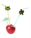 äpple som dricker det nya juic saftiga røret Arkivbilder