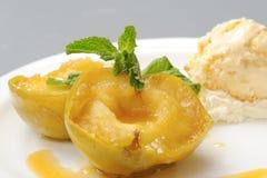 äpplet bakade caramel Royaltyfri Foto