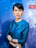 Aung San Suu Kyi vaxar statyn Arkivbild