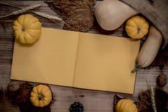 aunumn tło opuszczać życie nad spokojny dziękczynieniem drewniany jesień i spadku żniwo sezon zdjęcie stock