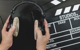 Auricular de la manija en un fondo del negro de la pizarra Imagen de archivo