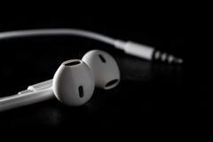Auricular del oído en fondo negro Fotos de archivo libres de regalías