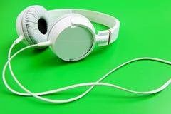 Auricular en fondo verde Fotografía de archivo libre de regalías