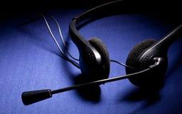 Auricular negro con el micrófono Imagen de archivo libre de regalías