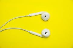 auriculares blancos Fotografía de archivo libre de regalías