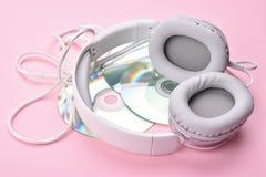 Auriculares con los discos Foto de archivo libre de regalías