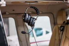 Auriculares con un micrófono Imagen de archivo libre de regalías