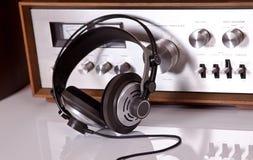 Auriculares conectados con la estereofonia audio de la vendimia Foto de archivo
