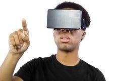 Auriculares da realidade virtual no homem preto imagens de stock