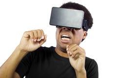 Auriculares da realidade virtual no homem preto fotografia de stock