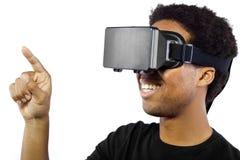 Auriculares de la realidad virtual en varón negro Imagen de archivo libre de regalías