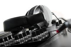 Auriculares dinámicos cerrados para DJ Imagen de archivo libre de regalías