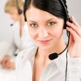 Auriculares do telefone do centro de chamadas da mulher do serviço de atenção a o cliente imagens de stock royalty free