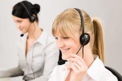 Auriculares do telefone do centro de chamadas da mulher do serviço de atenção a o cliente Imagem de Stock Royalty Free