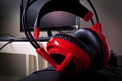 Auriculares rojos Fotos de archivo libres de regalías