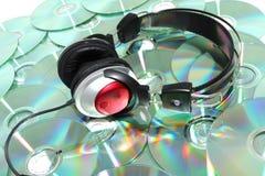 Auriculares y CD Fotos de archivo libres de regalías