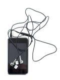 Auriculares y reproductor multimedia en un fondo blanco Foto de archivo