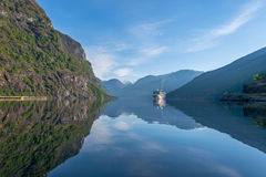 Aurland-Fjord bei Norwegen Lizenzfreie Stockfotos