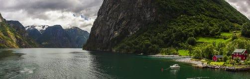 Aurlandsfjord dans Hordaland en Norvège Photographie stock libre de droits