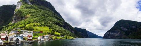 Aurlandsfjord in Norwegen lizenzfreie stockfotografie