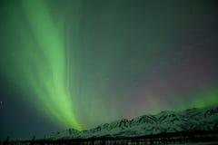 Aurora über Bergen Stockbild