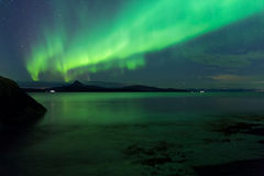 Aurora über Fjordlandschaft Stockfotos