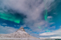 Aurora über Kirkjufell Lizenzfreies Stockfoto
